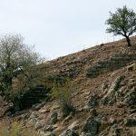 Ein Befestigungsmauerabschnitt aus pseudoisodom versetzten Andesitquadern